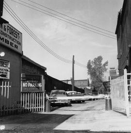 1435 St-Dominique. - 1957.
