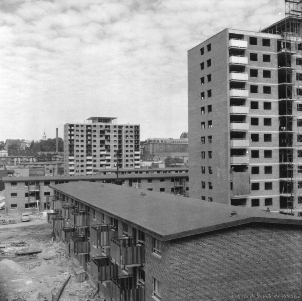 Construction des habitations Jeanne-Mance.- Avril 1959 CA M001 P127-D04-P011