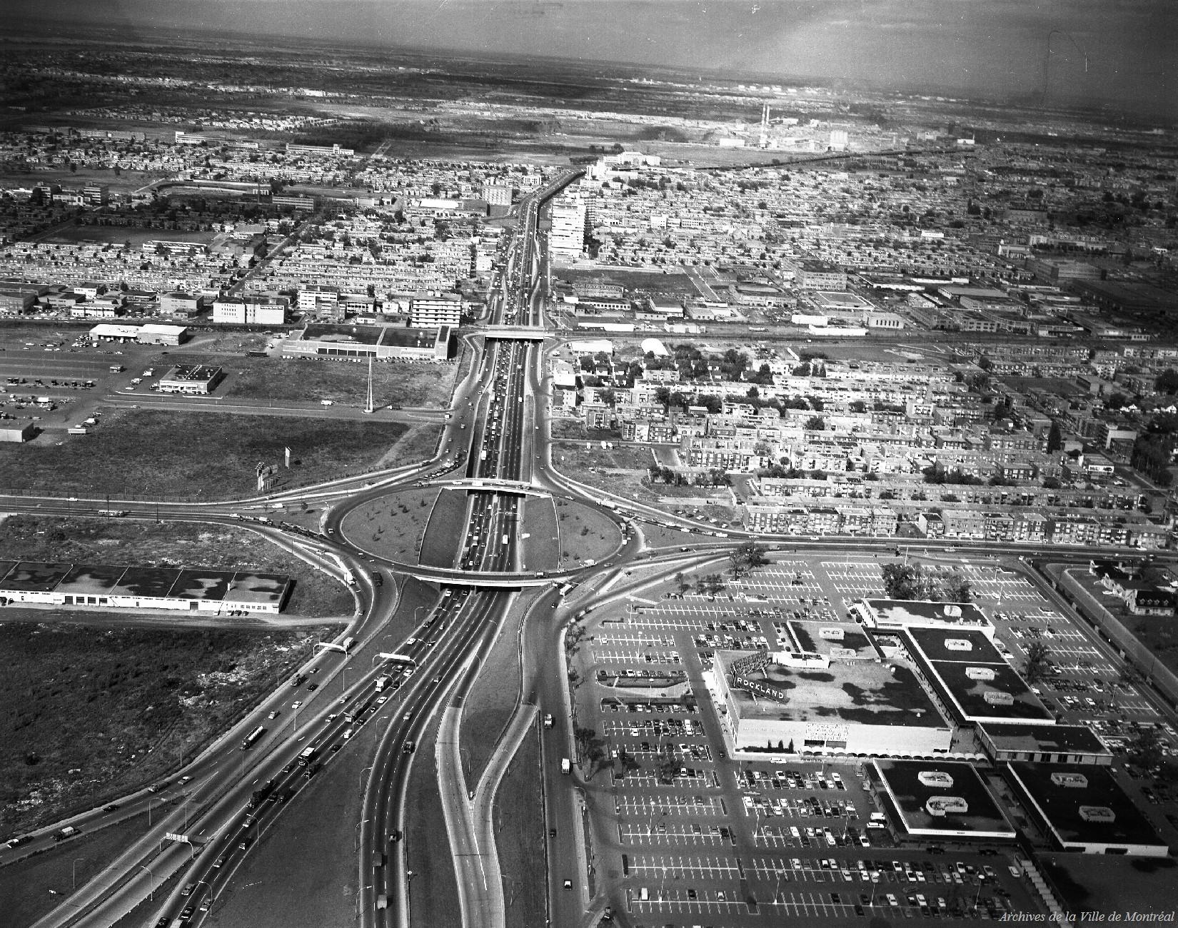 Interchange Rockland-Métropolitain [Centre Rockland dans le coin droit], 16 septembre 1966, CA M001 VM094-Y-1-02-D025