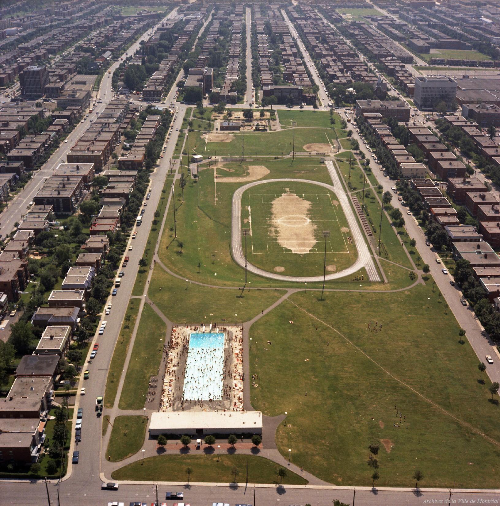 Parc Kent - Piscine et terrain d'athlétisme, 31 juillet 1969, VM94-B44-006