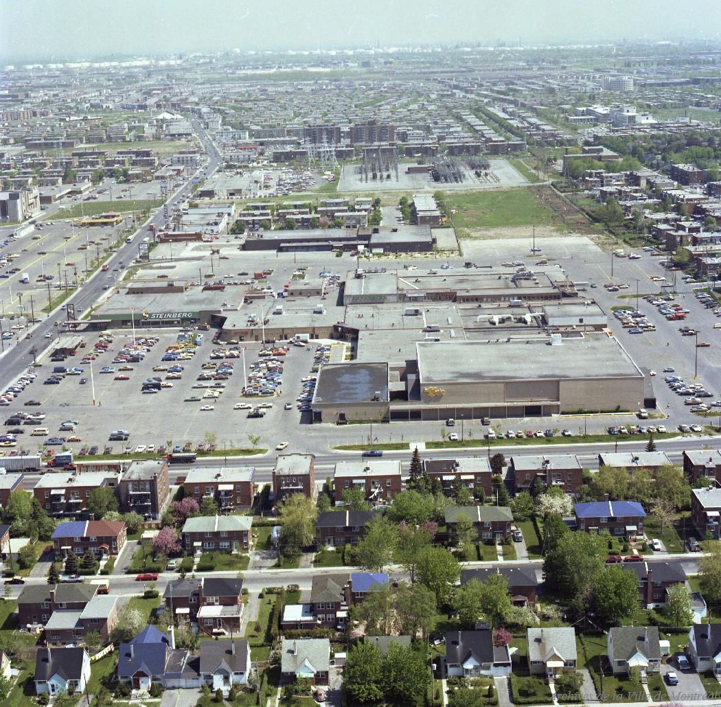 Centre commercial Le Boulevard, Au coin des rues Pie-IX et Bélair, 23 mai 1978, VM94-B230-004