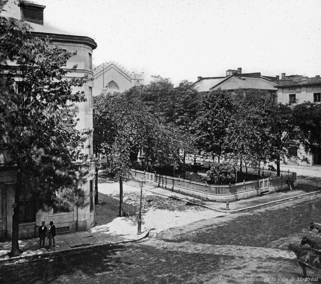 La Place Royale / Reproduction d'Edgar Gariépy . - [19-], CA M001 BM042-Y-1-P1041