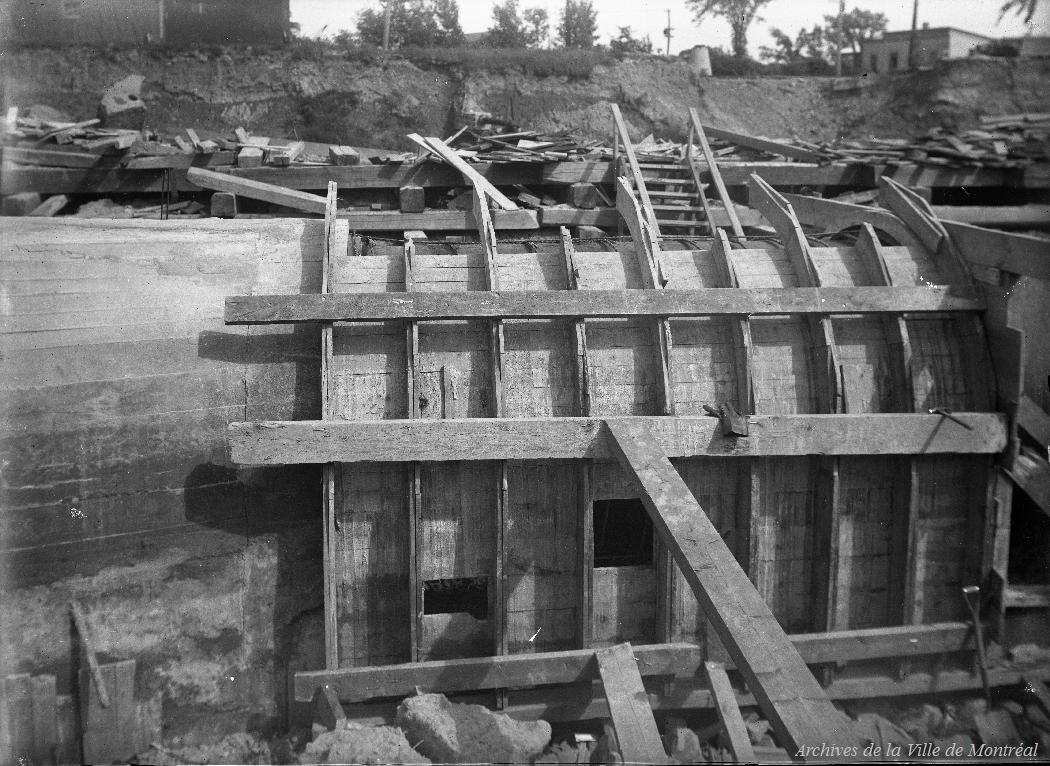 Formes pour le collet de béton autour de la canalisation