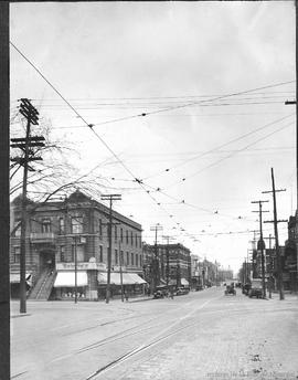 Park Ave looking East of Laurier / S.J. Hayward . - [192-?]