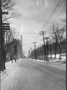 Côte-des-Neiges Road at Cedar / S.J. Hayward . - 1937