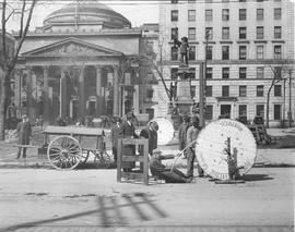 Installing cable at Place d'Armes . - 1916