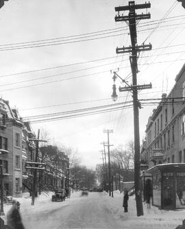 Sherbrooke St. looking West from St. Denis : Before / S.J. Hayward . - 14 février 1927