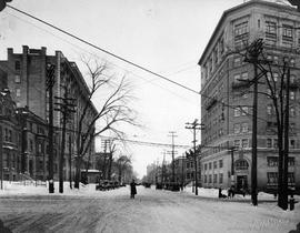 Sherbrooke St. looking East at Guy : Before / S.J. Hayward . - 14 février 1927