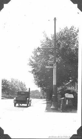 Combined street light trolley pole : Outremont . - [193-?]