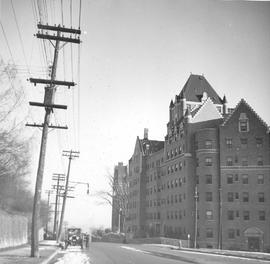 Côtes des Neiges Road : Looking South towards Westmount Ave . - 1937