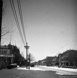 Rue St -Denis, près de l'intersection de la rue Beaubien . - [193-]