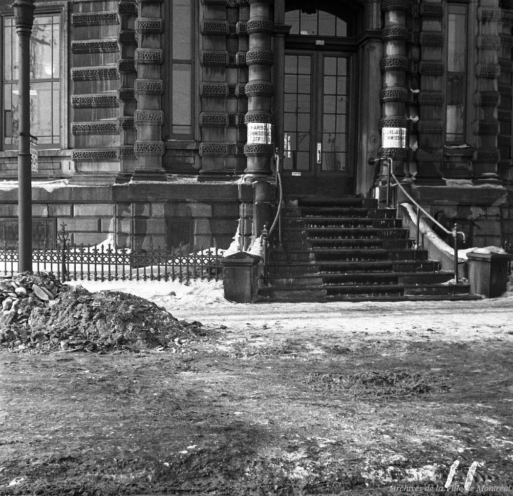 Édifice des Commissaires, 357 rue de la Commune Ouest . - 5 février 1943 CA M001 VM098-Y-D5-P069