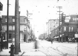 Rue Mont-Royal coin Saint-Denis . - 1928