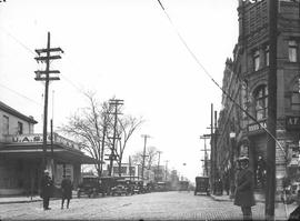 Rue Saint-Laurent coin Sherbrooke . - 1932