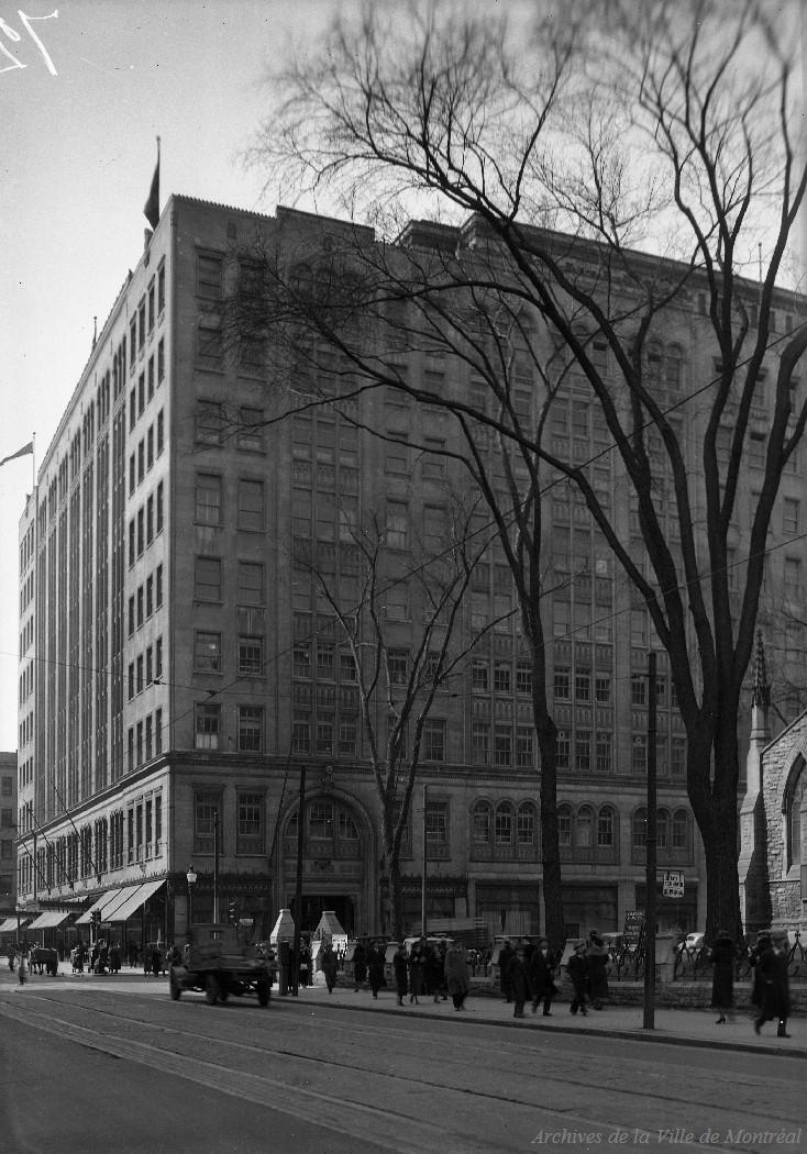 Édifice Eaton rue Sainte-Catherine Ouest - 30 mars 1936, CA M001 VM094-Y-1-17-D0066