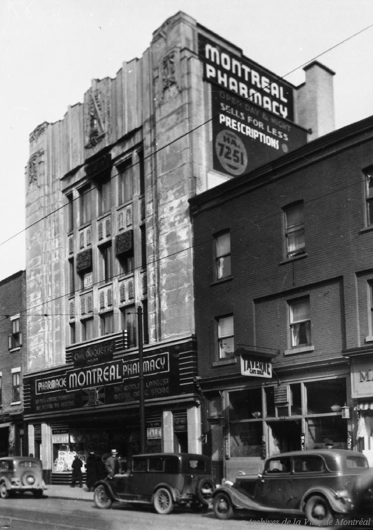 Pharmacie Montréal rue Sainte-Catherine . - 1er avril 1936 CA M001 VM094-Y-1-17-D0114