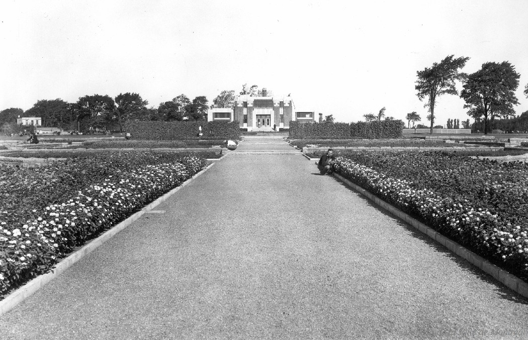 Jardin Botanique . - [193-] CA M001 VM094-Y-1-17-D0165