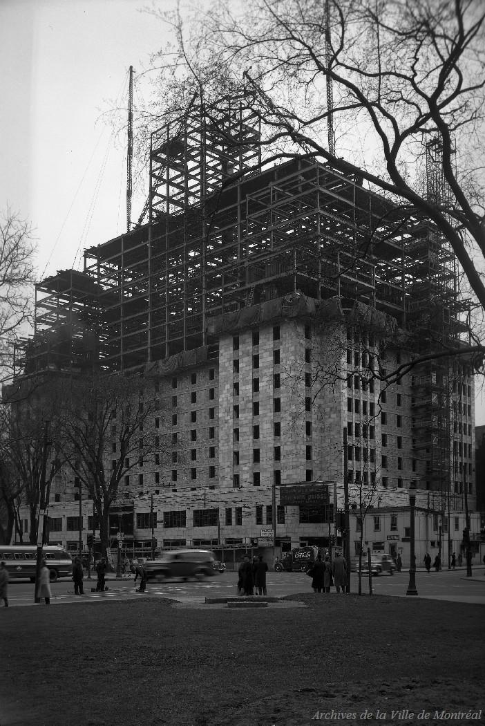 Hôtel Laurentien en construction . - 25 avril 1947 CA M001 VM094-Y-1-17-D0180-P3
