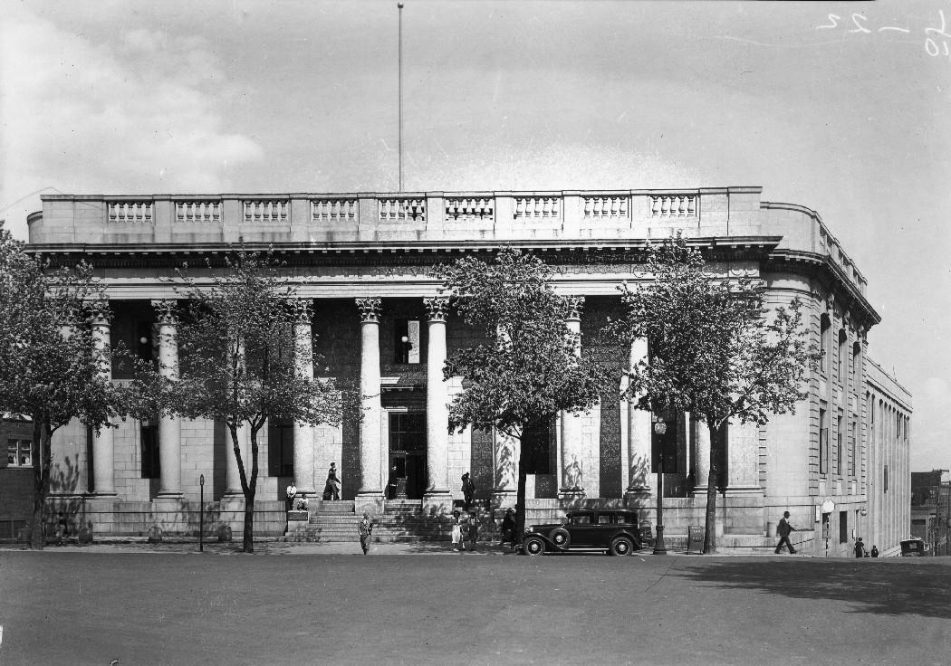 Bibliothèque municipale rue Sherbrooke Est . - [1930] CA M001 VM094-Y-1-17-D0474