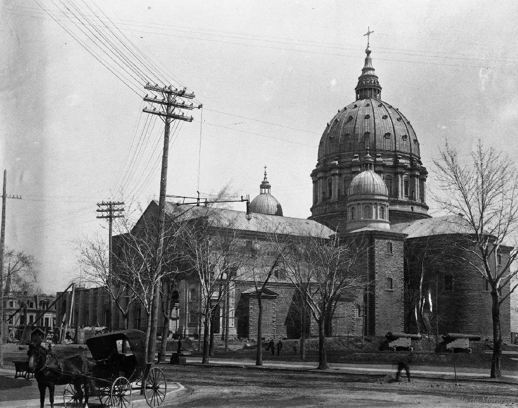 Cathédrale Marie-Reine-du-Monde : [ca 1890] / Leclerc . - Reproduction le 13 janvier 1969, CA M001 VM094-Y-1-17-D1678