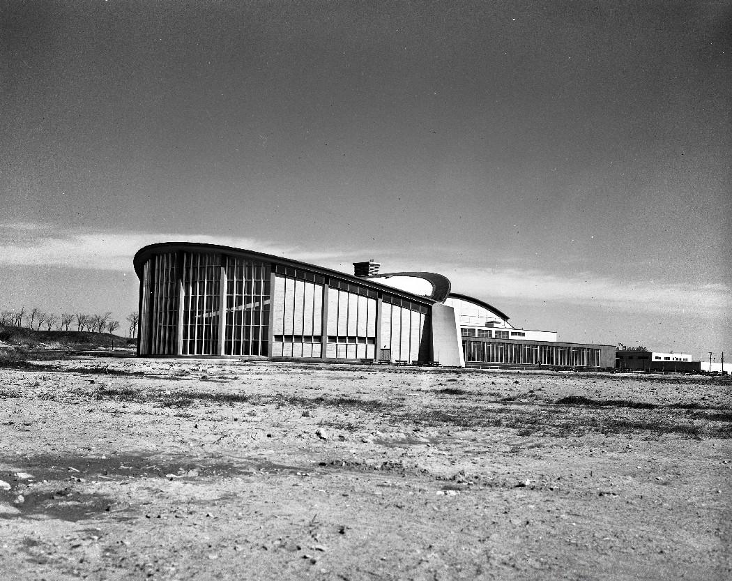Centre Maisonneuve et aréna Maurice Richard, 10 mai 1961. VM94-Z1479-08