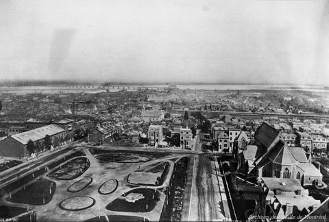 Montréal : vue de la ville vers le sud depuis l'hôtel Windsor. Carré Dominion. Fin du siècle / Reproduction d'Edgar Gariépy . - [après 1939] (original créé avant 1899) CA M001 BM042-Y-1-P1449