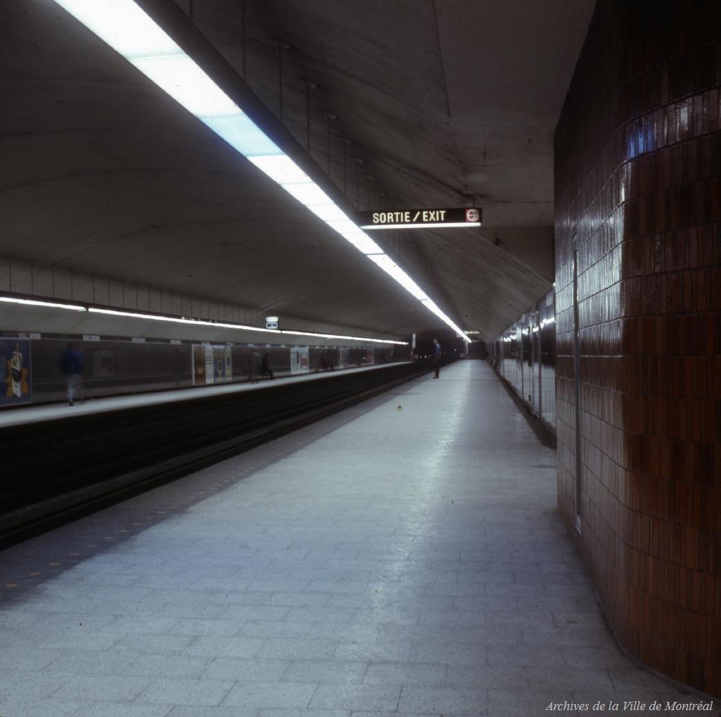 Station de métro Laurier. - 7 décembre 1967.CA M001 VM094-Y-1-09-D336