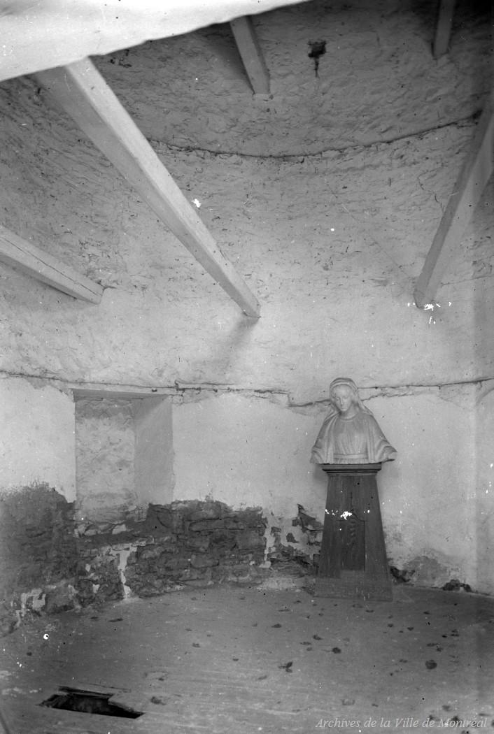Int rieur d 39 une tour du fort de la montagne reproduction for Interieur 1920