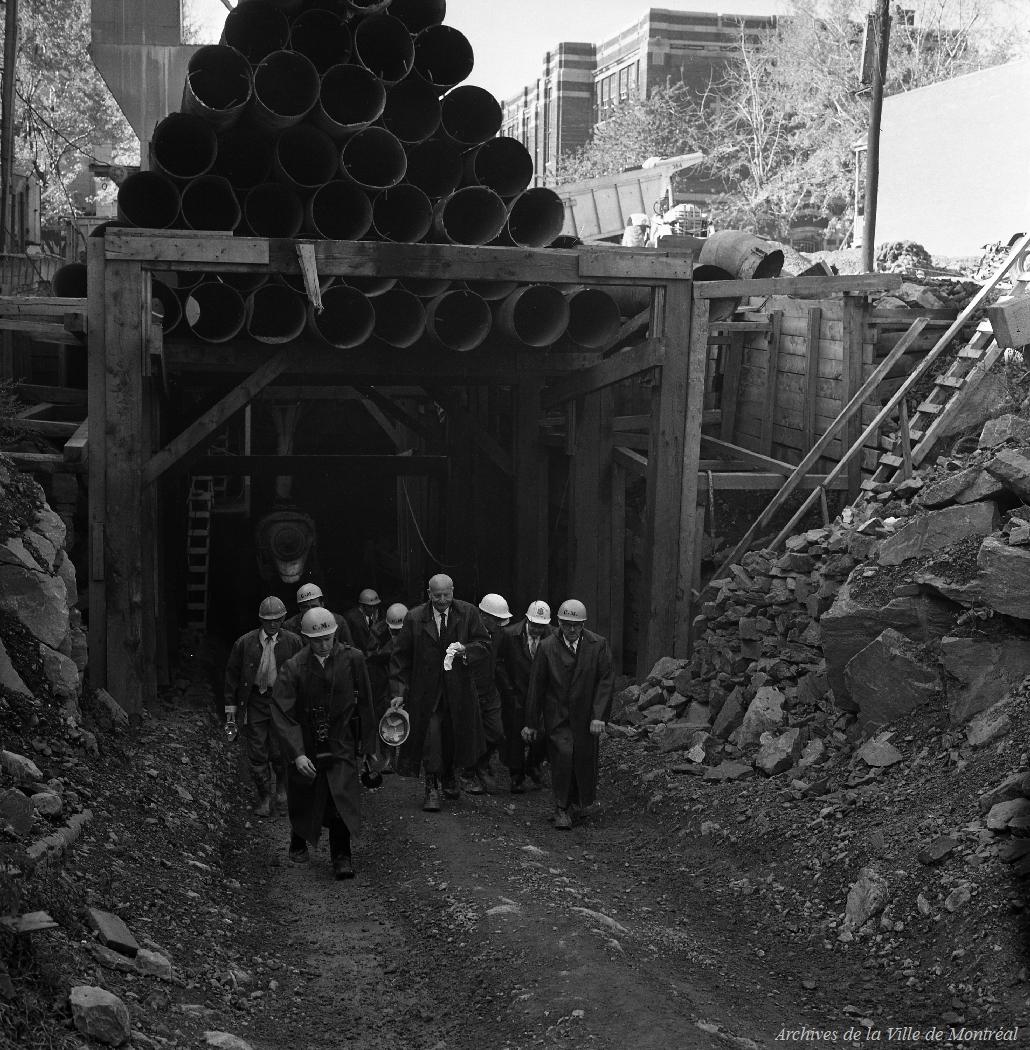 Métro: Tronçon Beaubien-Châteaubriand (M. le maire et R. Lévesque). - 1er octobre 1963 CA M001 VM094-Y-1-09-D026