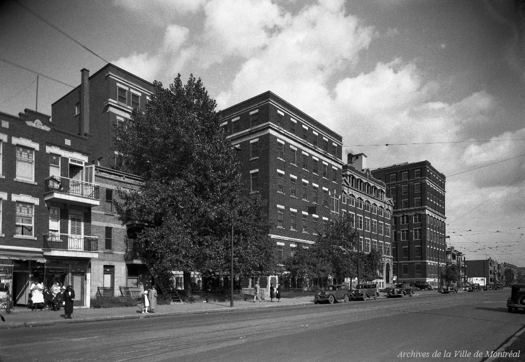 Montréal : ancien hôpital Sainte-Justine (extérieur) / Edgar Gariépy . - [avant 1939] CA M001 BM042-Y-1-P1410