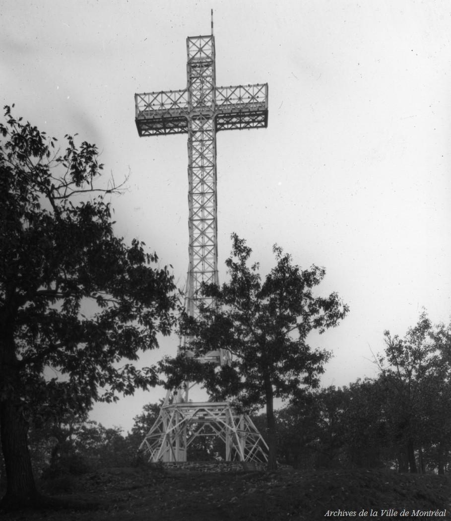 Montréal : la croix du mont Royal / Edgar Gariépy . - [19-] CA M001 BM042-Y-1-P0573